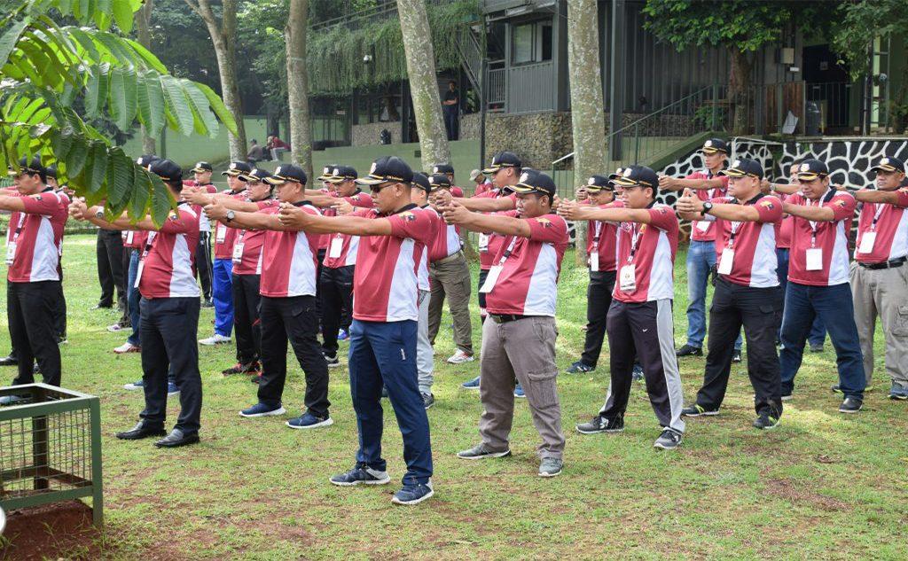 pelatihan dasar menembak